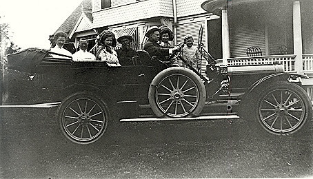 Historic photo of automobile outing in Sadorus, Illinois